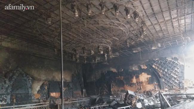 Cận cảnh bên trong quán bar X5 ở Vĩnh Phúc sau vụ hỏa hoạn khiến 3 thiếu nữ tử vong: Phải đục tường mới đưa được thi thể ra ngoài-6