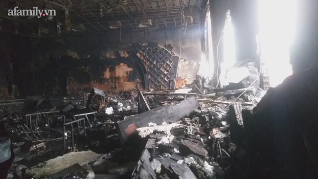 Cận cảnh bên trong quán bar X5 ở Vĩnh Phúc sau vụ hỏa hoạn khiến 3 thiếu nữ tử vong: Phải đục tường mới đưa được thi thể ra ngoài-7
