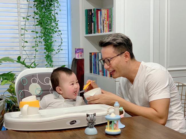"""Mê tít loạt khoảnh khắc các bố bỉm sữa showbiz Việt chăm con, Ông Cao Thắng và Cường Đô La cạnh tranh"""" danh hiệu ông bố ngọt ngào nhất""""-15"""