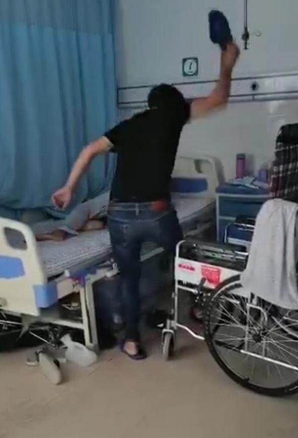 Cựu võ sĩ đánh mẹ đến gãy xương, phải nhập viện cấp cứu chỉ vì không tìm thấy chìa khóa xe máy gây phẫn nộ-3