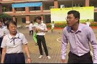 Học sinh tham gia kéo co, thầy chủ nhiệm lại chiếm hết spotlight vì màn cổ vũ 'bung nhiệt'