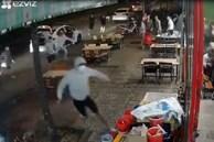 CLIP: Băng nhóm bịt mặt từ 3 ôtô lao vào quán nhậu hỗn chiến kinh hoàng