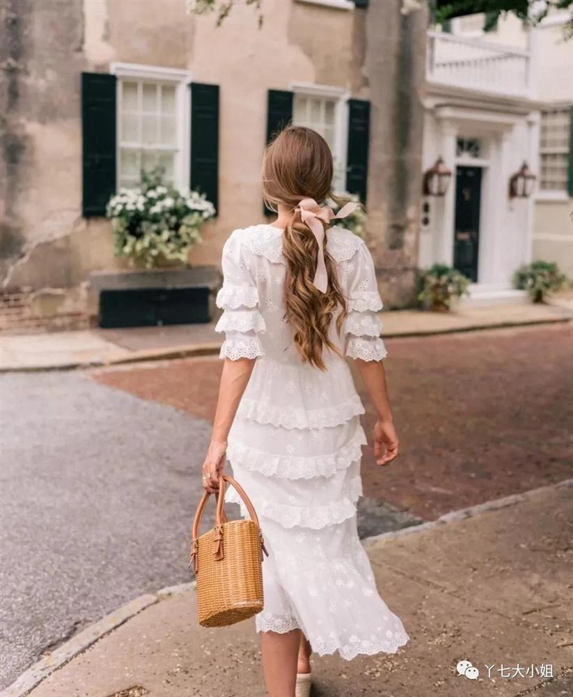 4 kiểu váy trắng mặc lên hack ngay 5 tuổi, diện đi làm hay đi chơi cũng max xinh-11