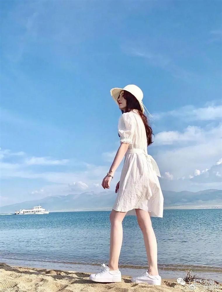 4 kiểu váy trắng mặc lên hack ngay 5 tuổi, diện đi làm hay đi chơi cũng max xinh-5