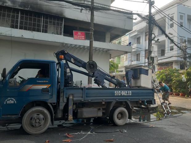 Căn nhà 4 tầng ở Sài Gòn cháy dữ dội, 6 người trong đó có trẻ em bị mắc kẹt-3