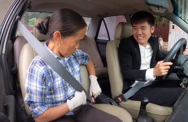 Ăn mừng chiếc xe mới mua chỉ với 40 triệu, Hưng Vlog và mẹ làm món cá sấu nướng siêu cay nhưng lại bị bóc phốt ở một điểm này-1