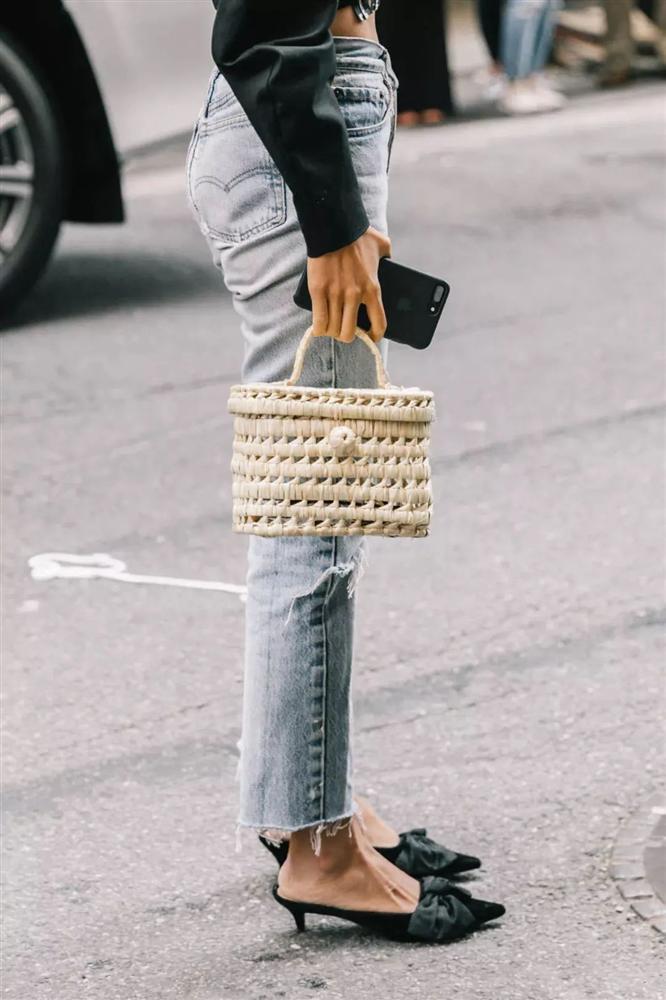 6 kiều giày hợp cạ với quần jeans, diện lên là thành quý cô thời thượng tức thì-12