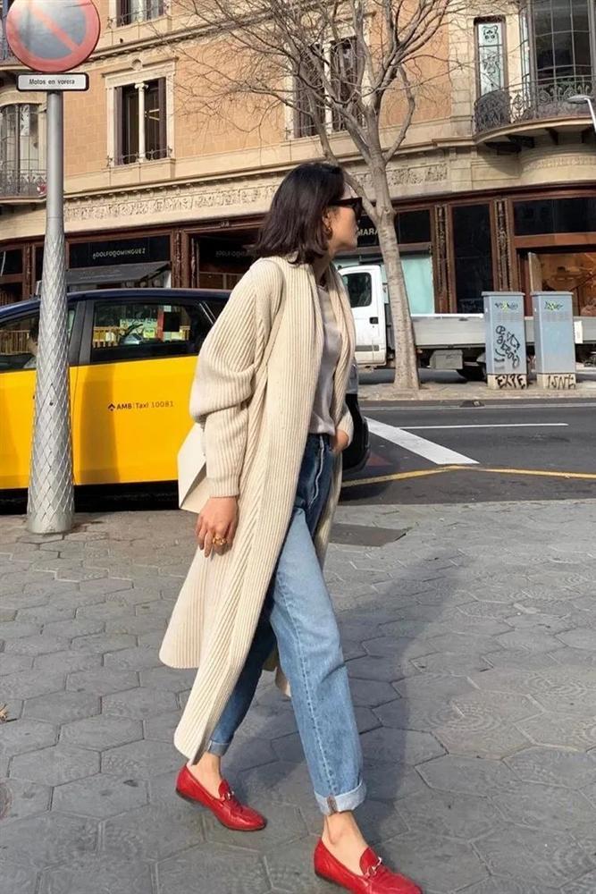 6 kiều giày hợp cạ với quần jeans, diện lên là thành quý cô thời thượng tức thì-20
