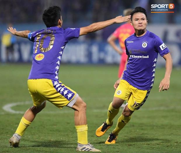 Quang Hải đá hay hơn hậu chia tay Huỳnh Anh, 3 lần cứu Hà Nội FC trên đường đua vô địch-1