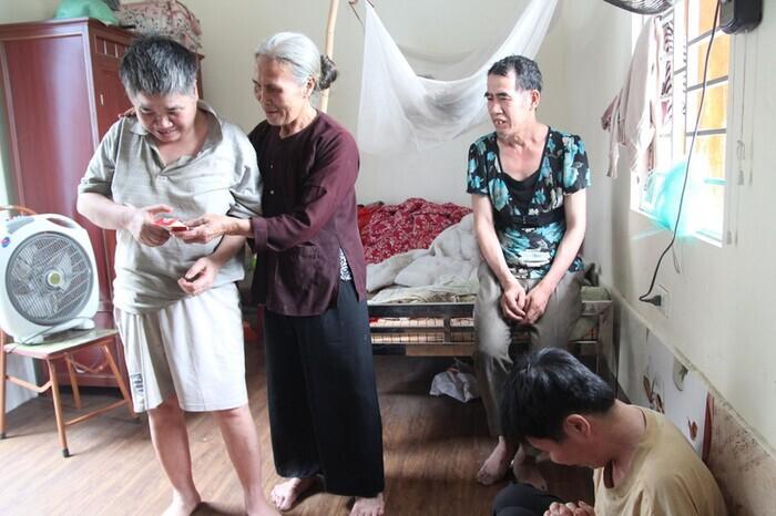 Mẹ già từng có ý định cho 6 con dại ăn một bữa thật no rồi uống thuốc độc cùng chết đã qua đời-4