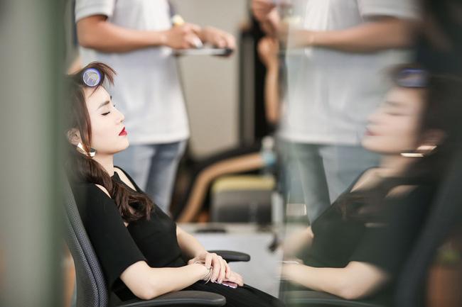Loạt ảnh Lan Ngọc kiệt sức trên trường quay Gái già lắm chiêu vì bệnh ung thư và viêm loét dạ dày-5