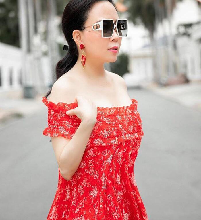 Ít ai như Phượng Chanel: Một kiểu đồ dù có bị chê vẫn mặc miệt mài-10