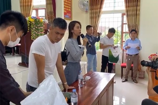 Thủy Tiên – Công Vinh gầy gò ngày trở về Sài Gòn sau nửa tháng cứu trợ miền Trung-3