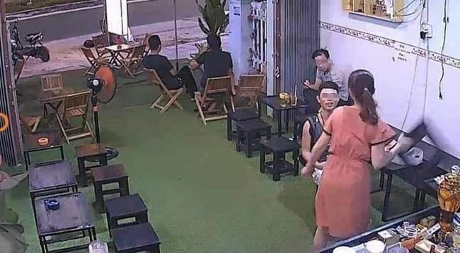 Ngang nhiên vào quán cà phê rồi thò tay sàm sỡ chị chủ, nam thanh niên bị phản đòn đến xanh mặt theo cách bất ngờ-3