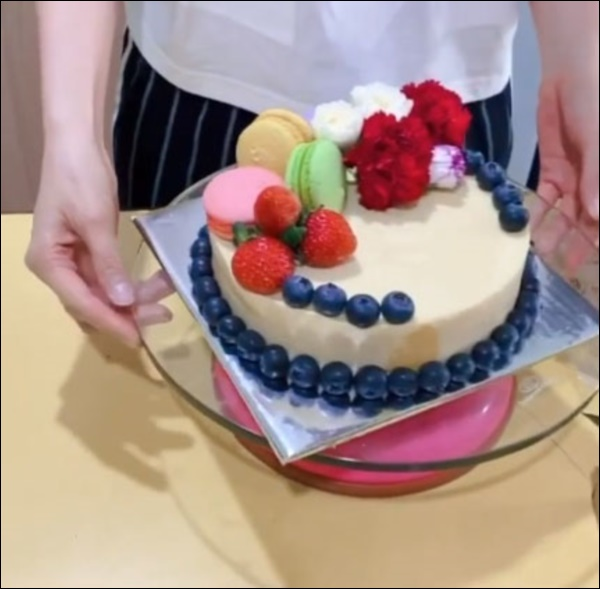 Diễm My 9x lần đầu làm bánh sinh nhật tặng bạn trai doanh nhân, thành phẩm cũng đáng nể lắm!-10