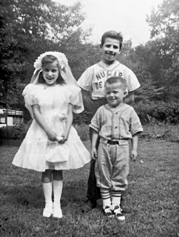 Thời thơ ấu của ông Joe Biden: Mắc chứng nói lắp, phải lau cửa sổ và dọn cỏ trường để kiếm tiền trang trải học phí-2