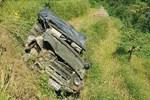 Ô tô điên tông hàng loạt xe máy tại giao lộ, nhiều nạn nhân nằm la liệt khiến người đi đường kinh hãi-13