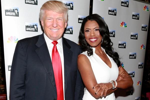 Cựu trợ lý tiết lộ Đệ nhất phu nhân đếm từng phút để ly hôn sau khi ông Trump mãn nhiệm kỳ nhưng bị động thái mới của bà Melania phản bác lại-1