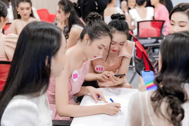 Người đẹp có học vấn khủng nhất nhì cuộc thi HH Việt Nam 2020 là ai?-7