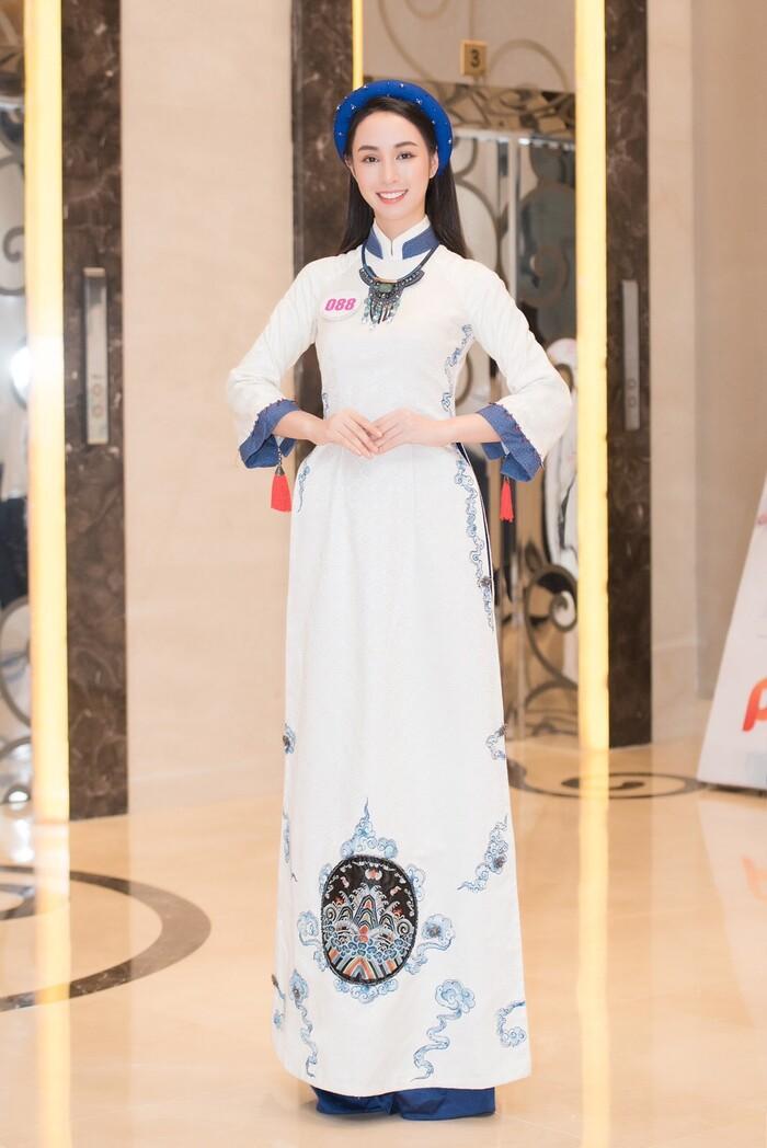 Thí sinh Hoa hậu Việt Nam 2020 gây ấn tượng với nhan sắc xinh đẹp, xem đến mặt mộc ai cũng khen ngợi-2