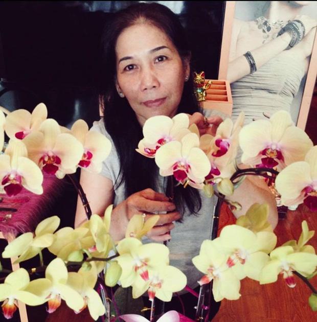 Kim Hiền ôm di ảnh bật khóc, không thể về chịu tang sau 100 ngày mẹ mất vì ảnh hưởng dịch Covid-19 tại Mỹ-4