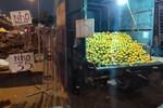 Trái cây dội chợ giá rẻ hơn rau, bán cả chục tấn/ngày-4