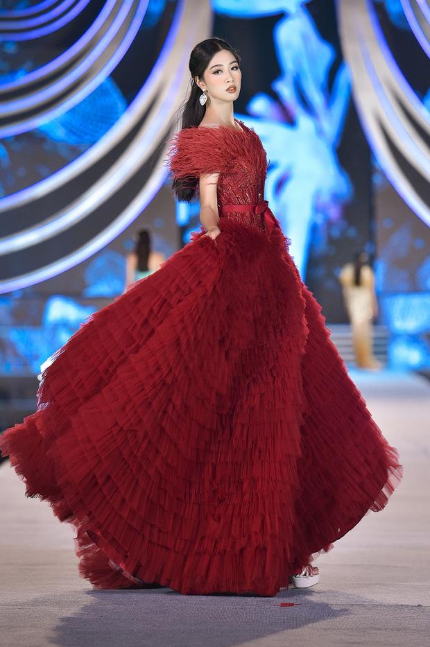 Bùng nổ đêm thi thời trang HHVN 2020: Kỳ Duyên - Tiểu Vy chặt chém khét lẹt, Doãn Hải My nổi bật giữa dàn thí sinh-19