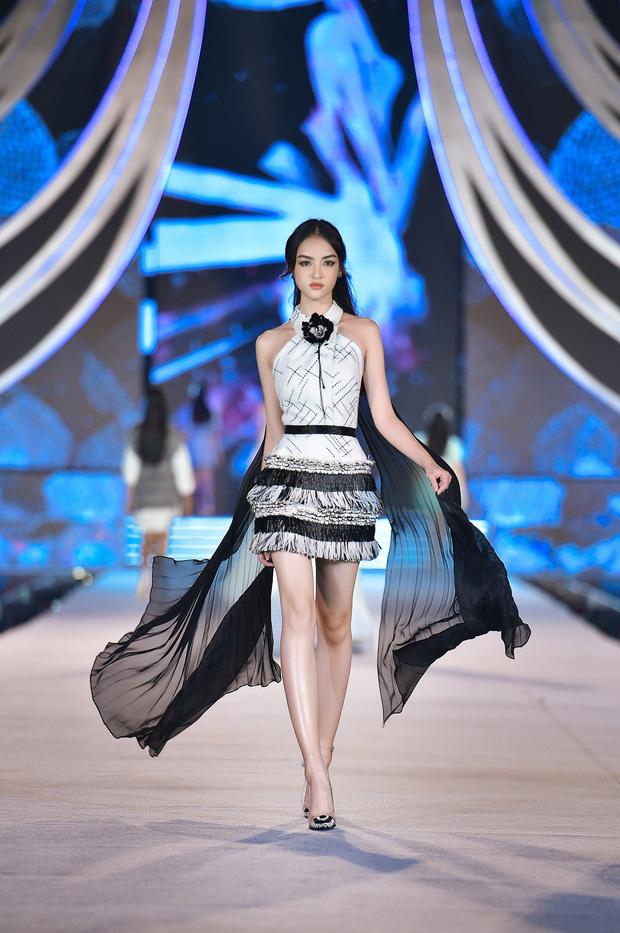 Bùng nổ đêm thi thời trang HHVN 2020: Kỳ Duyên - Tiểu Vy chặt chém khét lẹt, Doãn Hải My nổi bật giữa dàn thí sinh-6