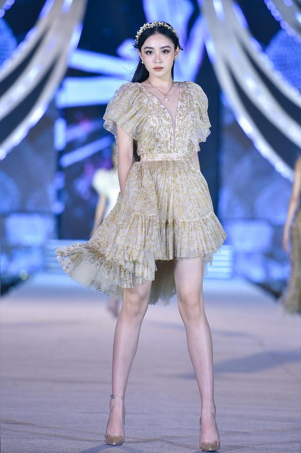 Bùng nổ đêm thi thời trang HHVN 2020: Kỳ Duyên - Tiểu Vy chặt chém khét lẹt, Doãn Hải My nổi bật giữa dàn thí sinh-9