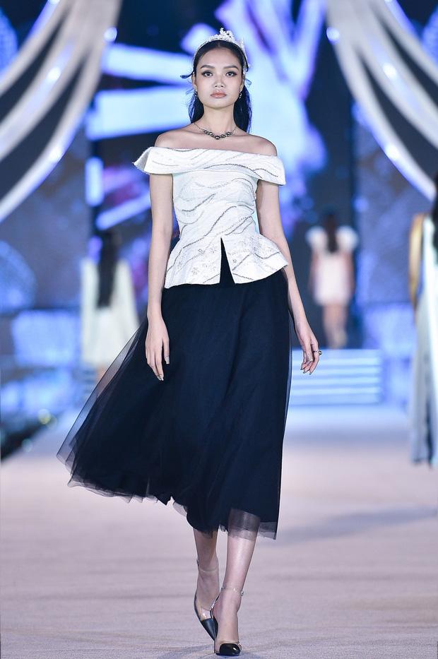 Bùng nổ đêm thi thời trang HHVN 2020: Kỳ Duyên - Tiểu Vy chặt chém khét lẹt, Doãn Hải My nổi bật giữa dàn thí sinh-14
