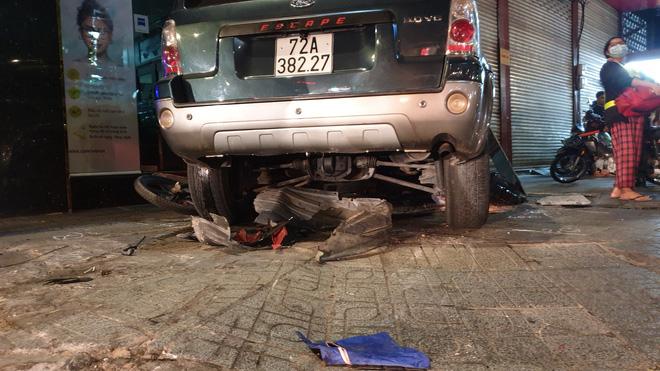 Ô tô điên tông hàng loạt xe máy tại giao lộ, nhiều nạn nhân nằm la liệt khiến người đi đường kinh hãi-5
