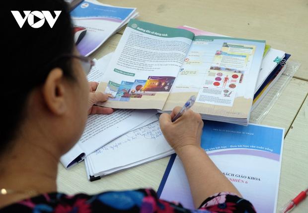 Bộ GD-ĐT đề nghị Hội đồng thẩm định xem xét kỹ ngữ liệu, ngôn ngữ Sách giáo khoa lớp 6 mới-1