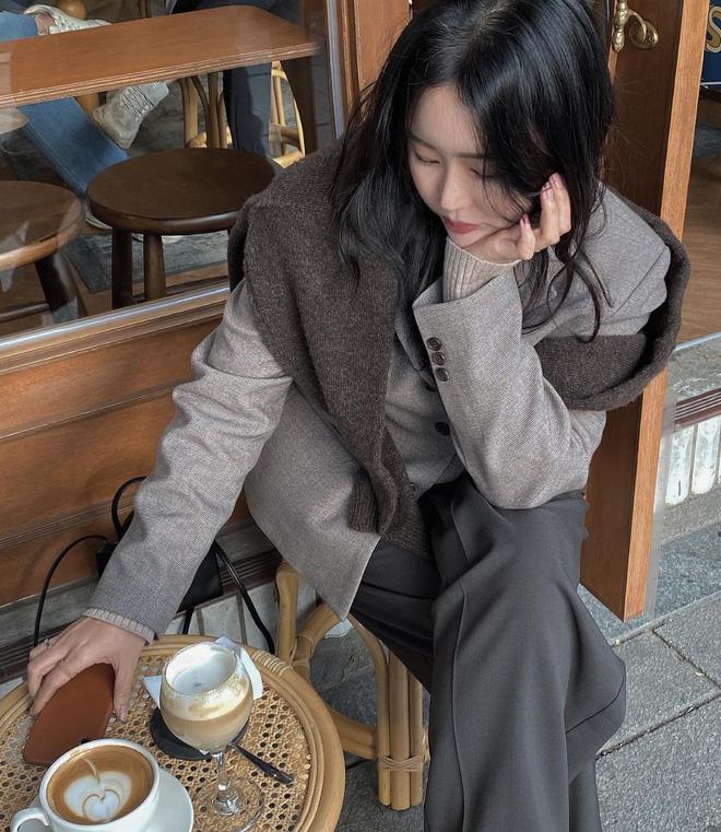 5 công thức lên đồ mùa lạnh xinh ngất ngây mà hội gái Hàn đang thi nhau diện-14