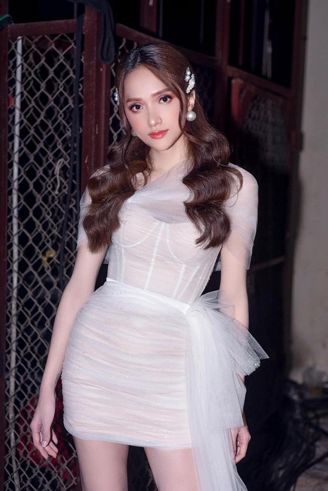 Hoa hậu Phương Lê viết hẳn status dài bênh vực, giải thích hộ đạo lý đối nhau chan chát của Hương Giang-2
