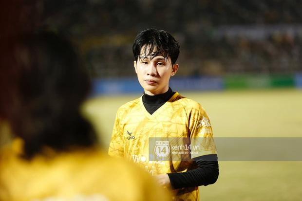 Dàn cầu thủ và sao Việt cực cháy trong trận bóng đá vì miền Trung, khoảnh khắc Jack - Quang Hải chung khung hình gây sốt-1