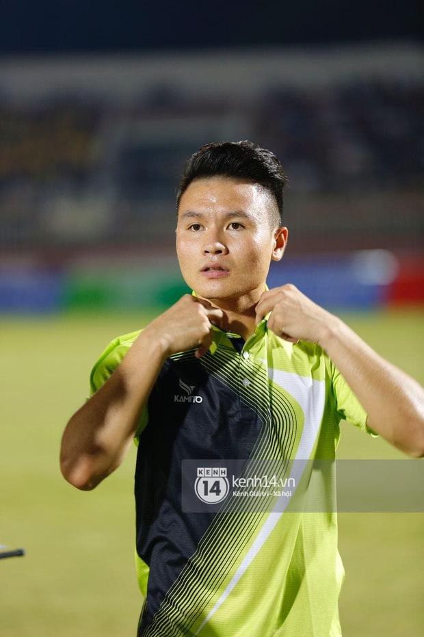 Dàn cầu thủ và sao Việt cực cháy trong trận bóng đá vì miền Trung, khoảnh khắc Jack - Quang Hải chung khung hình gây sốt-3
