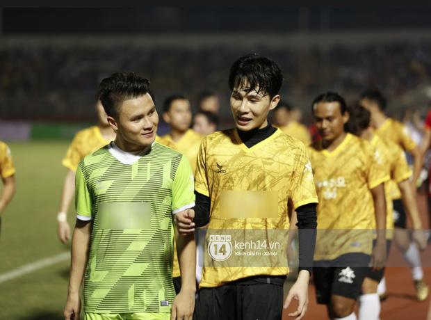 Dàn cầu thủ và sao Việt cực cháy trong trận bóng đá vì miền Trung, khoảnh khắc Jack - Quang Hải chung khung hình gây sốt-4