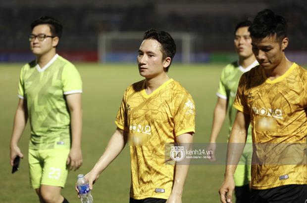 Dàn cầu thủ và sao Việt cực cháy trong trận bóng đá vì miền Trung, khoảnh khắc Jack - Quang Hải chung khung hình gây sốt-6