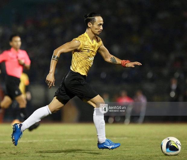 Dàn cầu thủ và sao Việt cực cháy trong trận bóng đá vì miền Trung, khoảnh khắc Jack - Quang Hải chung khung hình gây sốt-7
