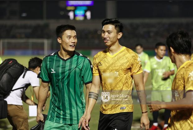 Dàn cầu thủ và sao Việt cực cháy trong trận bóng đá vì miền Trung, khoảnh khắc Jack - Quang Hải chung khung hình gây sốt-9