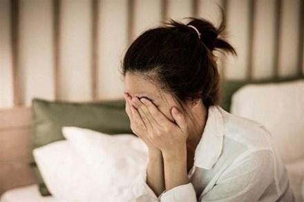 Vừa sảy thai được 2 ngày song cô vợ vẫn kiên quyết ly hôn, nguyên nhân đến từ sự việc lúc 12h đêm và một cốc nước nóng