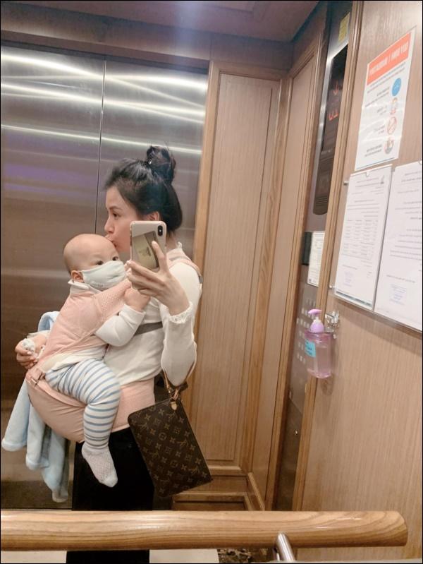 Lần đầu làm mẹ, bà xã MC Thành Trungthấm cảnh con ốm, sụt hẳn cân vì lo lắng-1