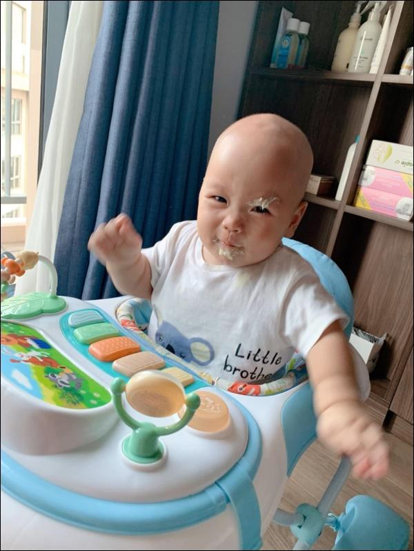 Lần đầu làm mẹ, bà xã MC Thành Trungthấm cảnh con ốm, sụt hẳn cân vì lo lắng-5
