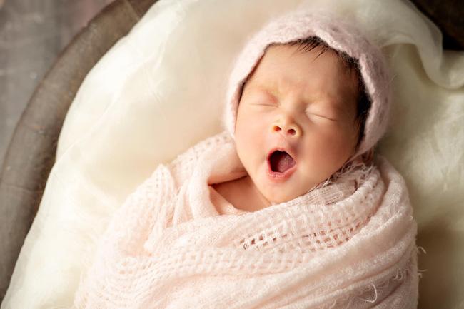 Từng nhiều sữa đến mức hút được 5 lít/ngày, nhưng con chưa tròn tháng Pha Lê đã phải cai sữa cho bé vì lý do đau đớn này-4