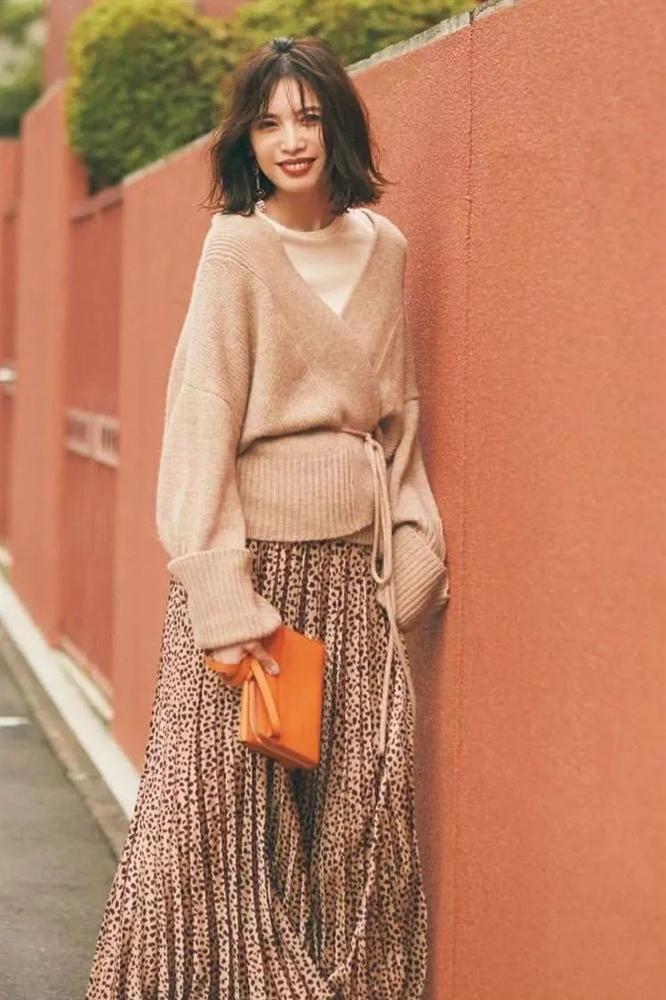 6 cách mix áo len và váy được hội sành mặc chăm áp dụng nhất mùa lạnh-11