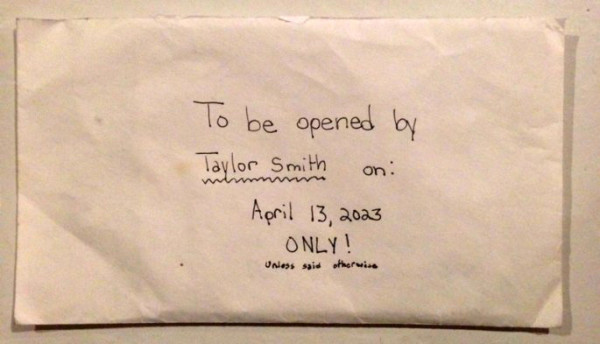 Dọn dẹp đồ đạc của con gái 12 tuổi qua đời vì bệnh tật, bố mẹ lặng người khi phát hiện 1 bức thư và khóc nghẹn khi đọc những dòng chữ trong đó-3