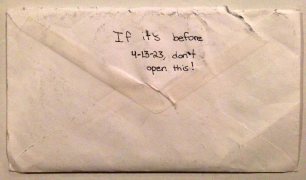 Dọn dẹp đồ đạc của con gái 12 tuổi qua đời vì bệnh tật, bố mẹ lặng người khi phát hiện 1 bức thư và khóc nghẹn khi đọc những dòng chữ trong đó-5