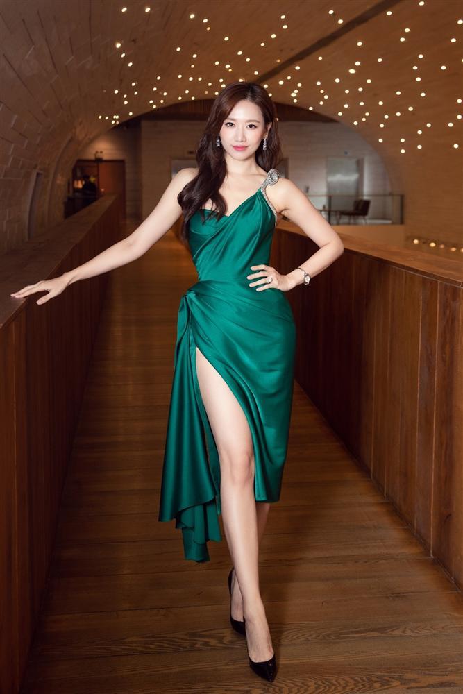 Từng mê Hari Won mặc đồ sexy, giờ Trấn Thành lại soi bộ đầm xẻ cao tít tắp mà vợ diện: Che chắn cẩn thận vẫn thấy không yên tâm-2