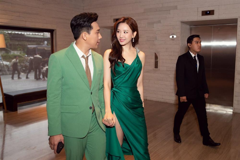 Từng mê Hari Won mặc đồ sexy, giờ Trấn Thành lại soi bộ đầm xẻ cao tít tắp mà vợ diện: Che chắn cẩn thận vẫn thấy không yên tâm-4
