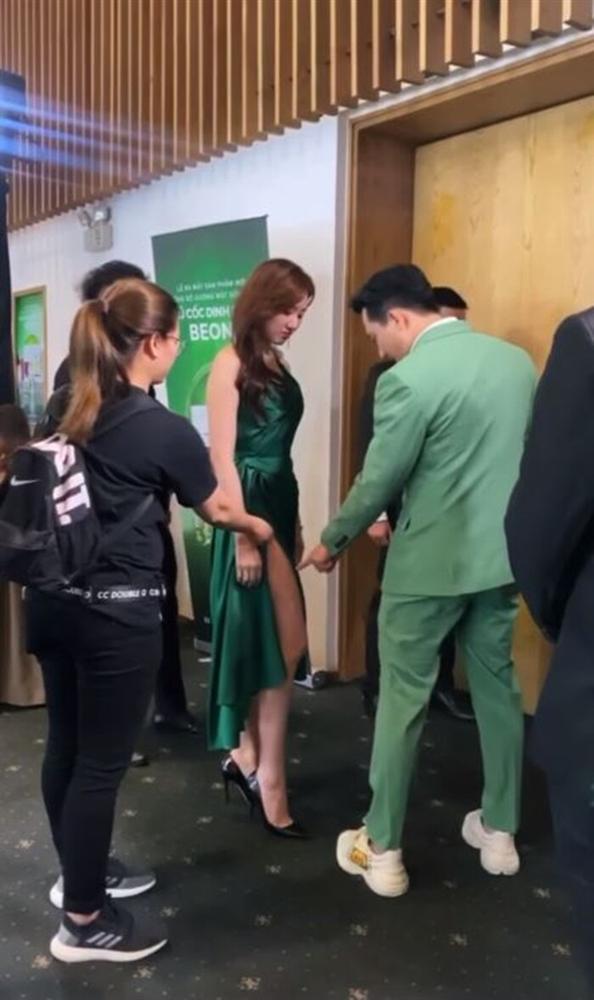 Từng mê Hari Won mặc đồ sexy, giờ Trấn Thành lại soi bộ đầm xẻ cao tít tắp mà vợ diện: Che chắn cẩn thận vẫn thấy không yên tâm-6